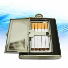 Cigarečių dėklas ir gertuvė viename